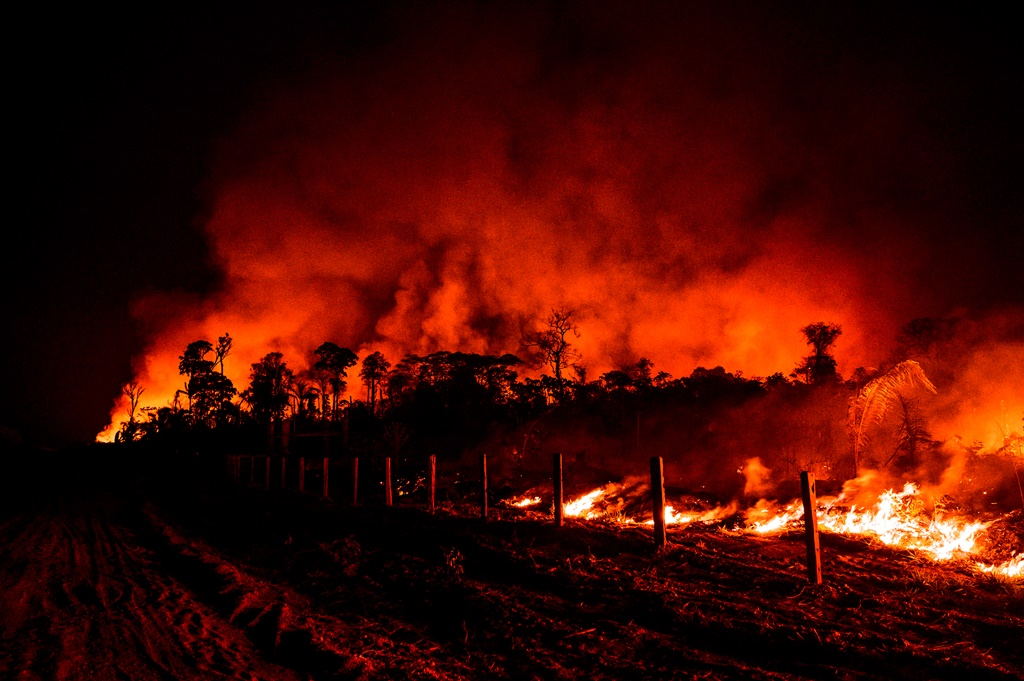 Jacundá National Forest, Rondonia State, Brazil - 27 August, 2019: An ongoing free in the region of Vila Nova Samuel near the Jacundá National Forest in the Brazil's Amazon. A team from the Brazilian army, the firefighters and the IBAMA, Brazil´s environmental agency,, launched joint operation on Saturday August 24th to control the destructive fires on this region, The Jacundá National Forest is in the Amazonia biome and covers 221,218 hectares (546,640 acres). It´Its located 60 milles East to Porto Velho.