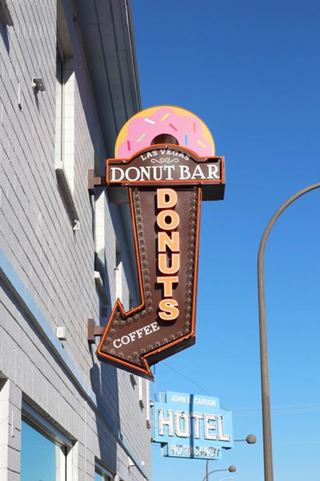 donut-bar-vegas-sign